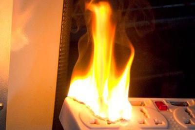 小天鹅洗衣机自燃烧成空壳 江西女子多?#25945;?#35828;法