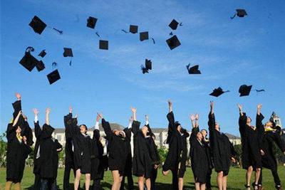 博士毕业后,在什么大学工作成长更快?