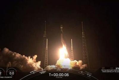 SpaceX一口气发射60枚网络卫星 并成功回收一级火箭