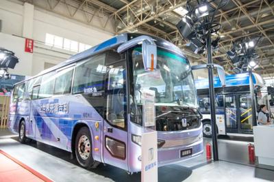 """吉利首款""""氢""""燃料电池客车发布 加满氢气可运营一天"""