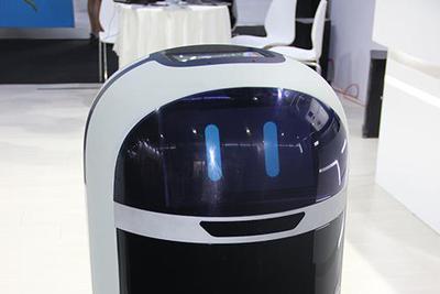 黑科技:扫地机能避开宠物粑粑 酒店机器人自己搭电梯