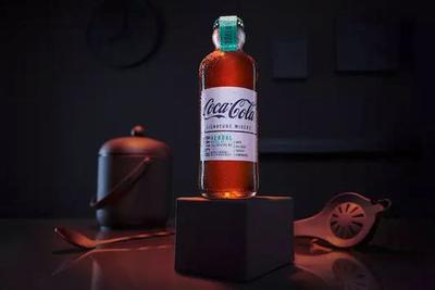 可口可乐推出酒味可乐 瓶子还用的是100年前的复古款