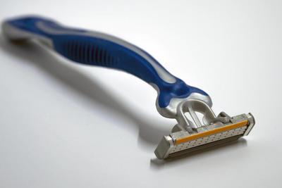因刀片错位存割伤风险 吉列预计召回8.7万只剃须刀