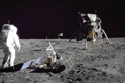 阴影区陨石坑或是储冰窖 月球表面水冰可能远超预期