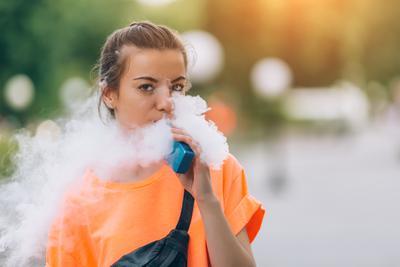 19岁少年起诉电子烟巨头Juul:16岁开始抽致哮喘恶化