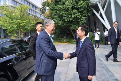 阿里巴巴董事长张勇接见哈萨克斯坦总统 谈普惠发展