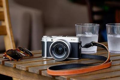 富士发布X-A7无反相机 也就一罐可乐的重量