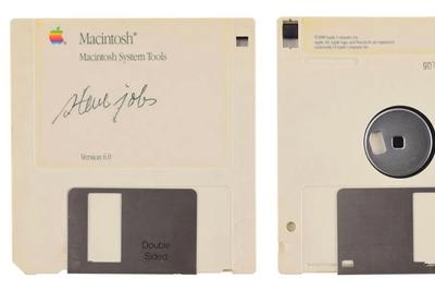 """乔布斯签名软盘拍卖 这是""""博物馆级的计算发展史"""""""