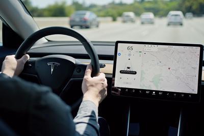 """特斯拉Autopilot更新 新增""""相邻车道速度调整""""功能"""