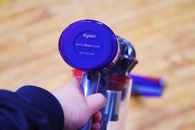戴森V8 Slim体验:可能是戴森最适合女生的无绳吸尘器