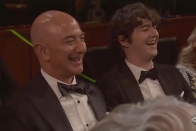 """""""他太有钱了…"""" 奥斯卡颁奖礼上贝索斯被柠檬(视频)"""