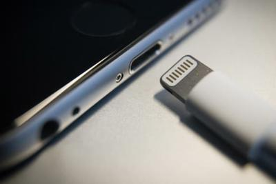 TypeC/Lightning/无接口 下一代iPhone到底咋充电?