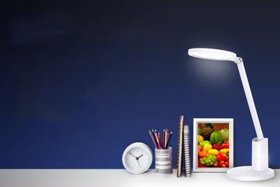 华为上架智能台灯:国AA级光照 360度超广角照明