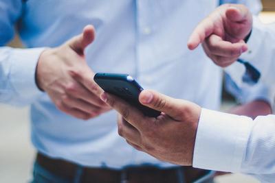 国产手机环比收缩:高端机反馈不及预期