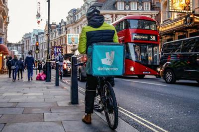 Deliveroo外卖骑手在英国举行罢工,争取工人基本权利