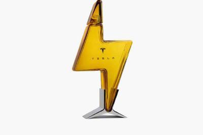 779 元,特斯拉中国区官网 Tesla 闪电玻璃酒瓶 2 天全部售罄
