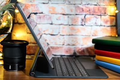 新专利显示苹果可能为柔性iPad键盘增加背光功能