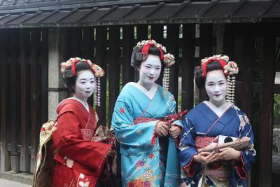 铅粉、尿液,古代的姑娘们为了美,都往自己脸上涂了什么?