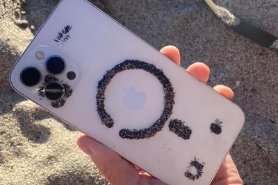有趣发现:黑色金属砂被iPhone吸住并排出图案