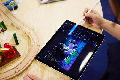 《曹斐:时代舞台》的背后:iPad Pro为艺术家实现更多设计可能