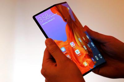 翻盖手机历史回顾:因全触控屏而死 又因折叠屏而重生