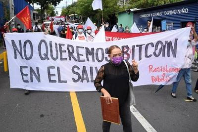 反对比特币成为法定货币!萨尔瓦多抗议者烧毁比特币ATM机