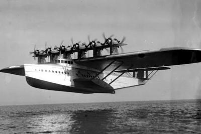 """你没发现飞机降落时都很奇怪吗?有人用这个物理规律造出了著名""""怪物""""飞机"""