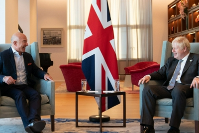 """英国首相会见贝索斯:希望""""特斯拉杀手""""Rivian在英国建厂"""