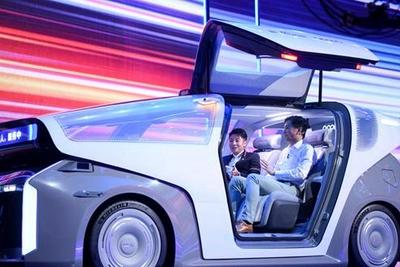 李彦宏:坐智能车,走智慧路