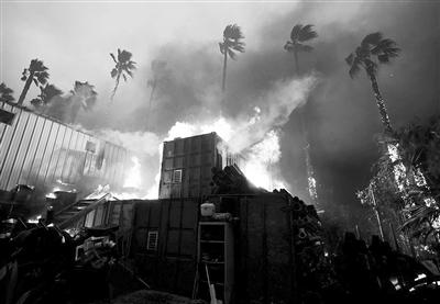 气候变化比预期的更快更严重,山火、洪水和风暴的威胁越来越大。图为上个月美国加州发生的火灾。图片来源:《自然》网站