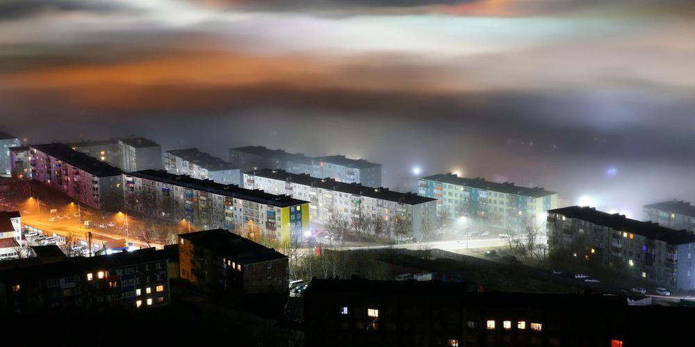 俄罗斯城市夜晚迷雾蒙蒙 好像仙境太美了!