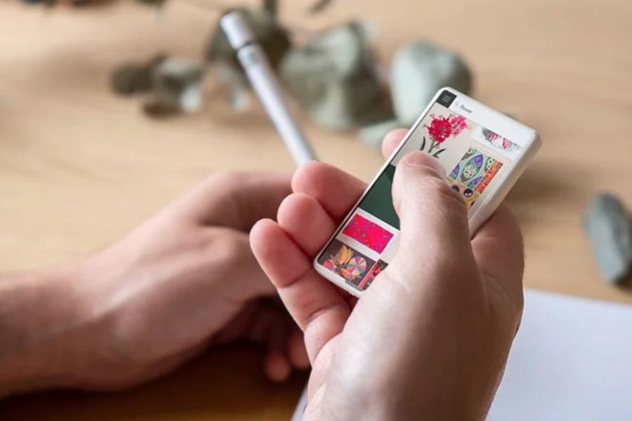 超极简主义迷你手机亮相 回归通讯本质