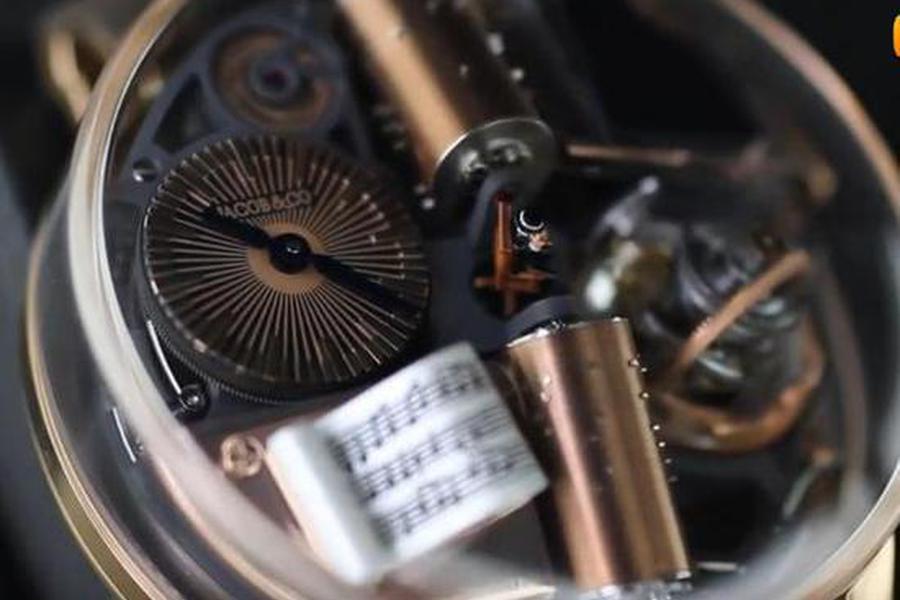 全球限量18杖售价200万的八音盒手表 内置微缩小剧场