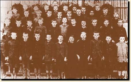 爱因斯坦的小学毕业合照