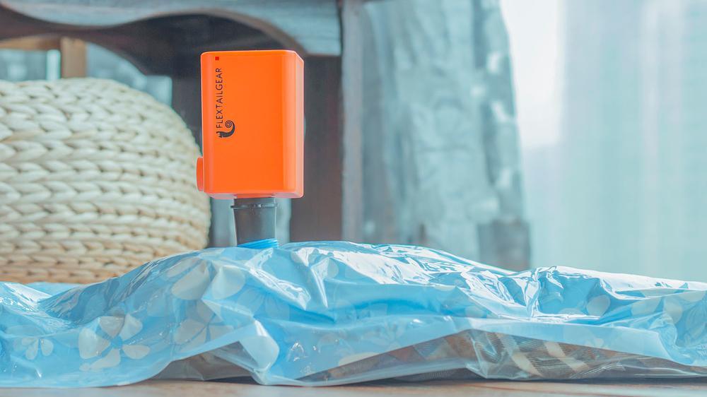 超便携抽气充气两用泵 这个夏天玩的更轻松
