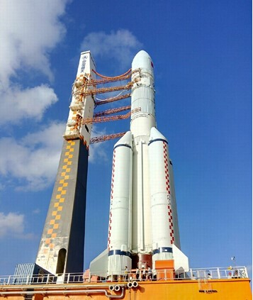 中国长征5号运载火箭运抵海南