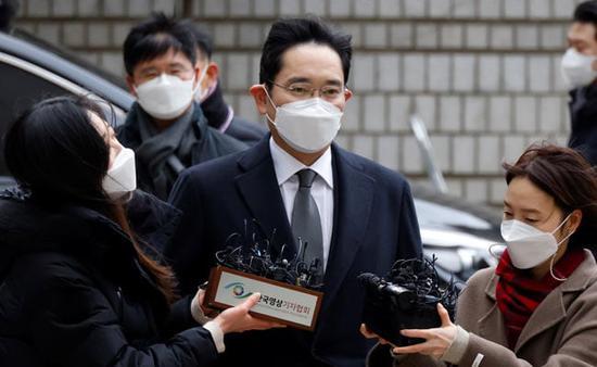李在镕庭审推迟到下月:阑尾炎手术后高烧不退