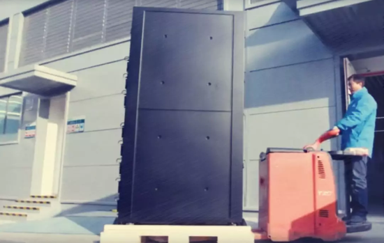 这就是整体机柜在安装时的场景