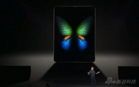 展开后内部还有一块屏幕