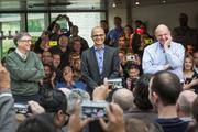 微软CEO纳德拉谈与苹果的关系:共存与竞争|《刷新》
