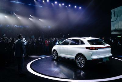 """威马首款量产车型EX5亮相 中国""""特斯拉""""即将上路"""