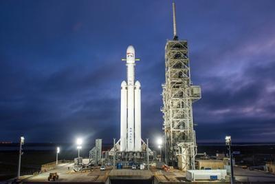 SpaceX猎鹰重型火箭引擎测试推迟到周二