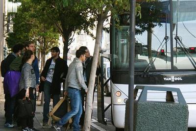 苹果和Alphabet员工巴士在通勤途中遭破坏 原因不明