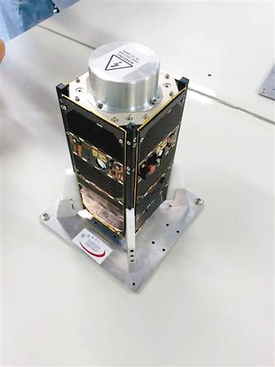 西北工业大学的翱翔-1立方体卫星实物图