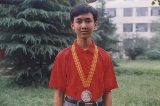 图:王小川18岁获得国际信息学奥赛金牌