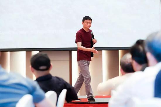 这已是马云第三次为乡村教育在三亚组局,但第一次对媒体开放。