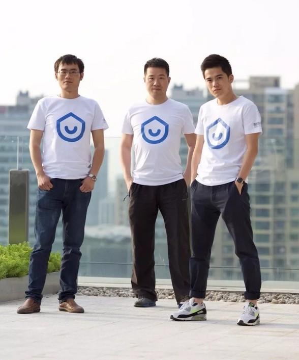 从左至右分别为:酷家乐CTO朱皓 酷家乐董事长黄晓煌 酷家乐CEO陈航