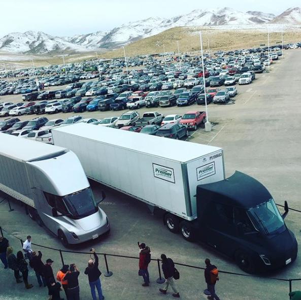 马斯克发布的Semi卡车试车照片