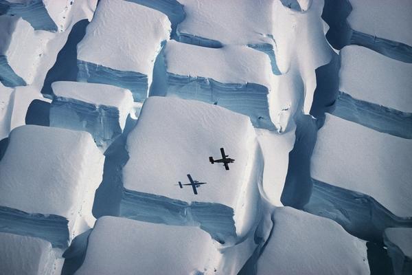 英皇家学会摄影大赛展现地球与空间之美:方糖状南极冰山