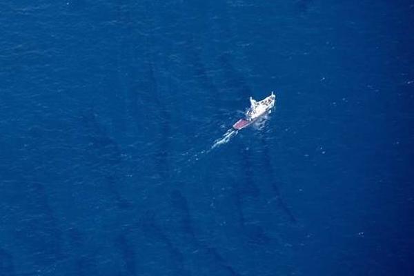 """""""桑吉""""轮漏油已扩散 油污带达58平方公里"""